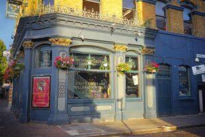 london-pub-england-historic-center